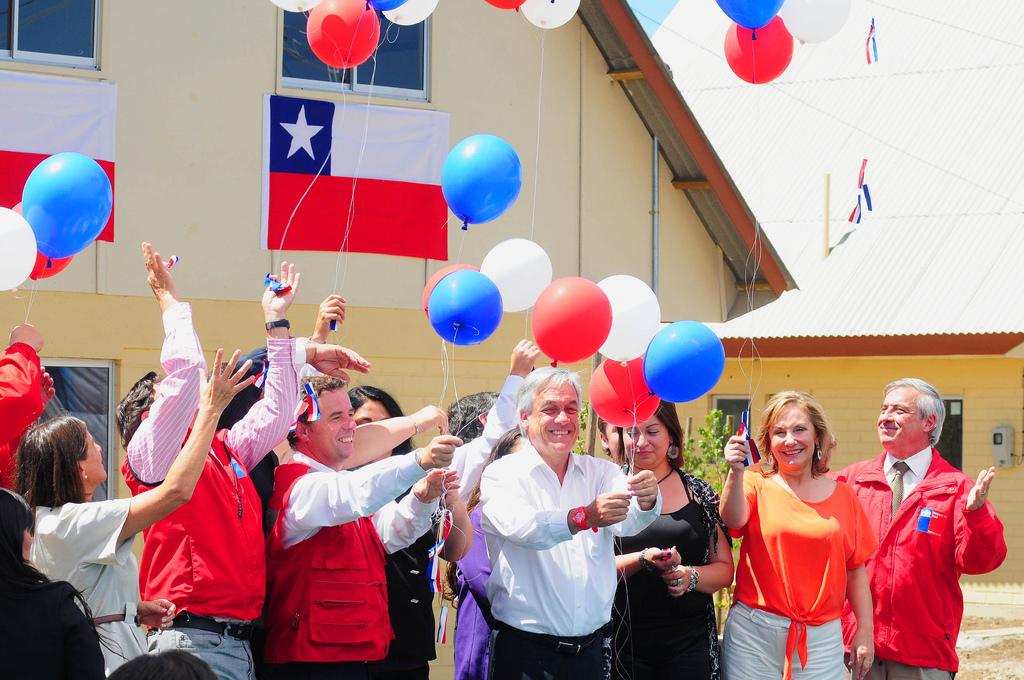 Fig. X: 'Presidente Piñera y ministro Pérez Mackenna entregan 357 viviendas en gira de reconstrucción en el Maule'. Fuente: MINVU-Chile.