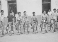 Fig. 12. Integrantes del equipo ciclístico del almacén Ciclopartes (1948). Fuente: Santiago de Cali, Biblioteca Departamental Jorge Garces Borrero.